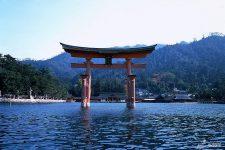 Itsukushima Jinja torii